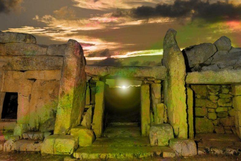 http://terrapapers.com/wp-content/uploads/2015/09/terrapapers.com_mnajdra-temples-chris-everard-megalith--786x524.jpg