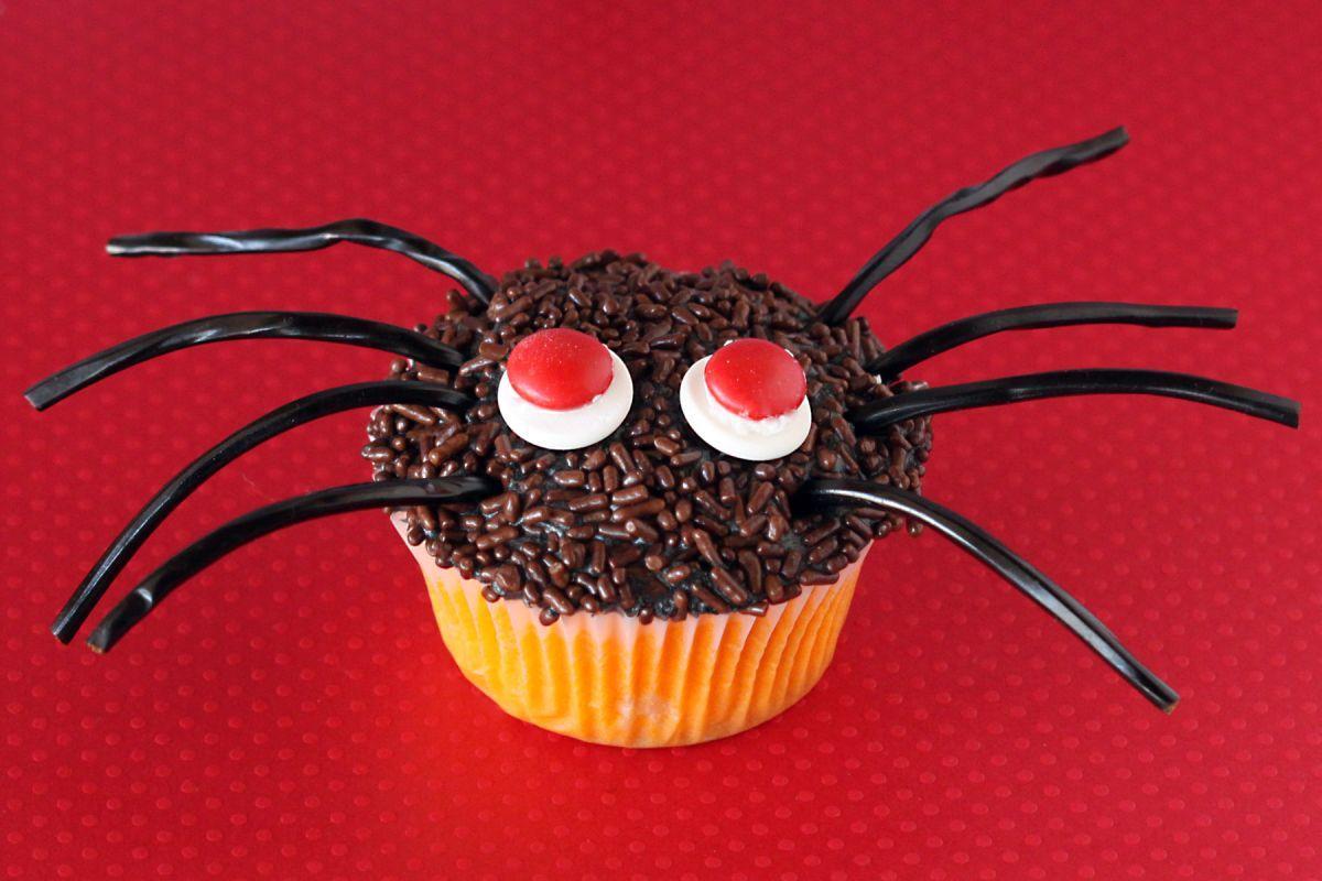 halloween-cupcake-spider