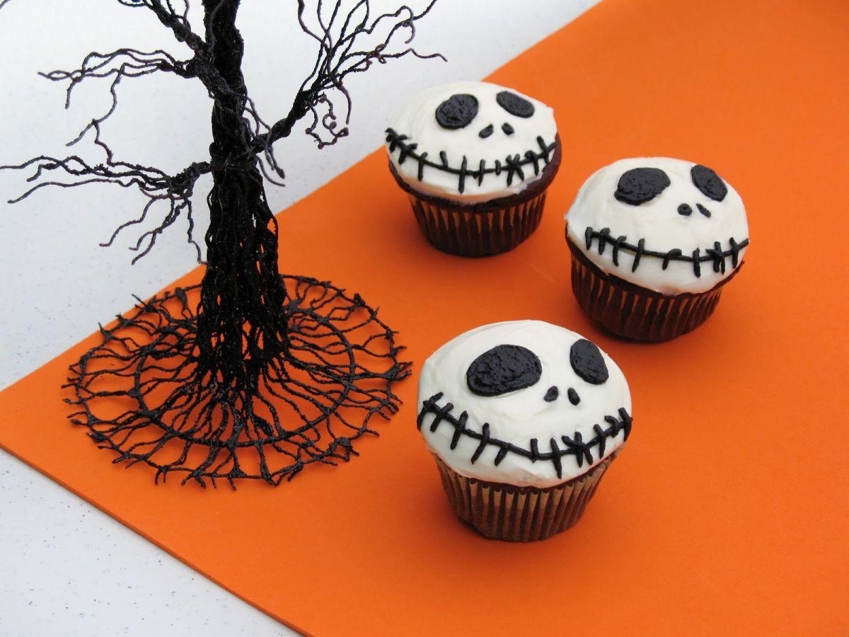jack-skellington-cupcakes-halloween-recipe-photo-r-clittlefield-00a