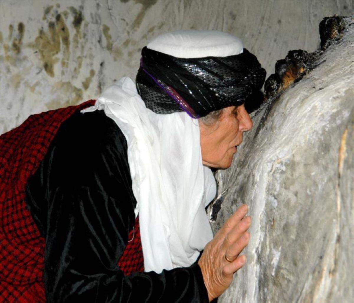 terrapapers.comyazidi melek taus (24)