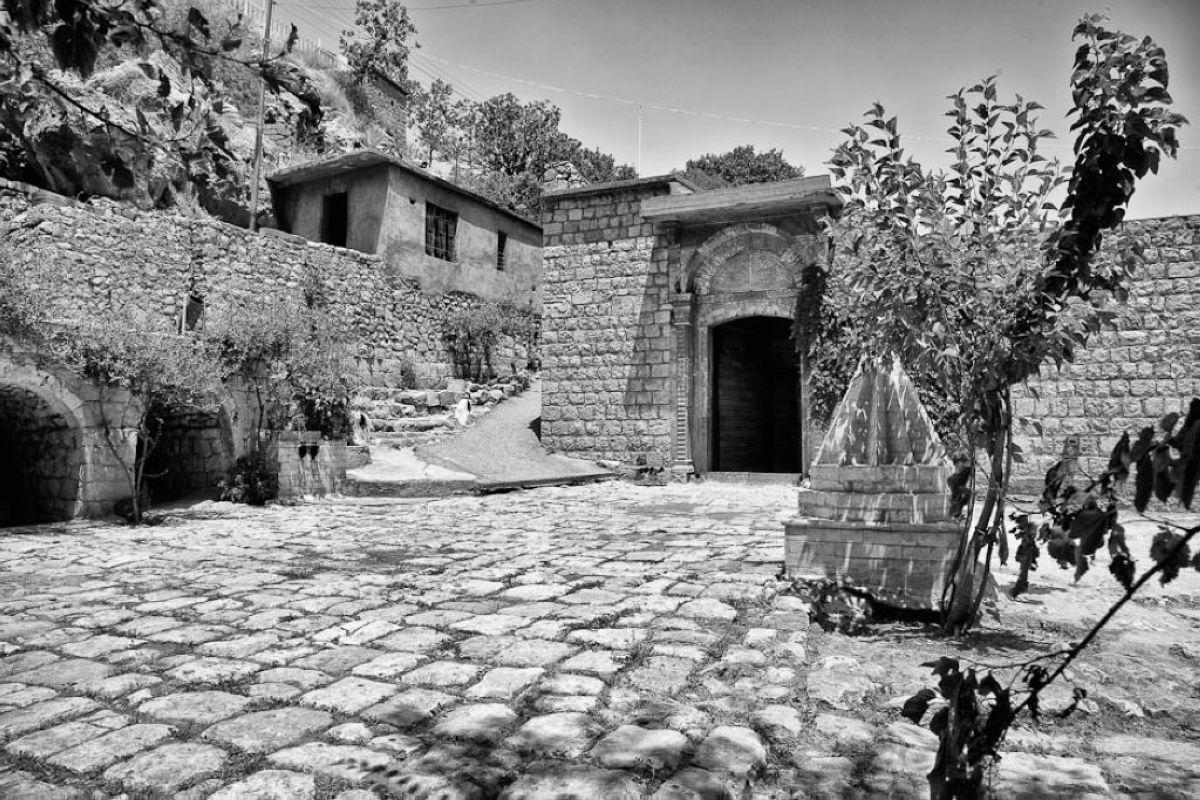 terrapapers.comyazidi melek taus (31)