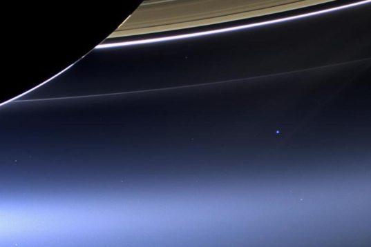ΓΗ: Η Χλωμή Μπλε Κουκκίδα