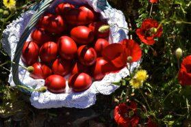 Βαμμένα Κόκκινα Αυγά