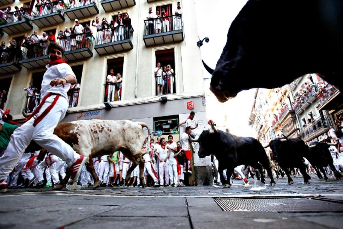 terrapapers.com_The-annual-San-Fermin-bull-running-festival-in-Pamplona-Spain (52)