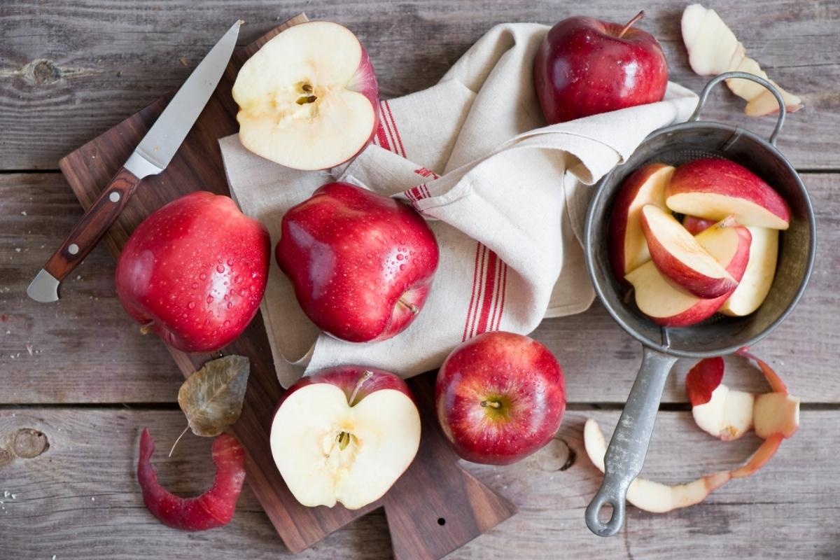 1-diet-powerful-weapons-against-aging-2apple