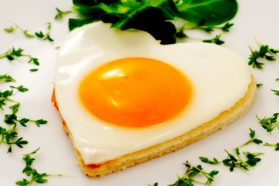 Αυγά: Ψέματα & Χοληστερίνη