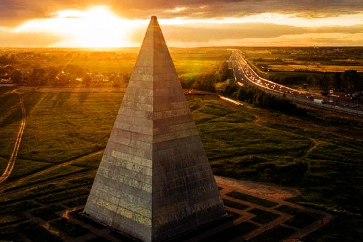 VASTOU pyramide a